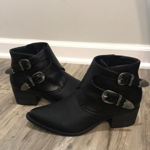 Express Black Western look Faux Leather Boots 6